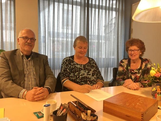 2019-04-16_103__Ondertekenen_statuten_HBZ_bij_De_Notarissen_te_Meerkerk